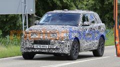Nuova Range Rover Sport, avanti piano. Ma sarà anche full electric - Immagine: 2