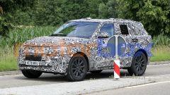 Nuova Range Rover Sport, avanti piano. Ma sarà anche full electric - Immagine: 3