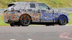 Nuova Range Rover Sport SVR (2023), prime foto. Motore e uscita