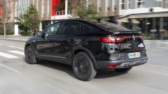 Nuova Renault Arkana 2021: batteria da 0,13 kWh sotto il sedile passeggero