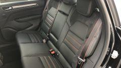 Nuova Renault Arkana E-Tech Hybrid: il divanetto posteriore della R.S. Line con schienali 1/3-2/3