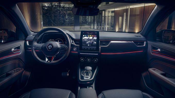 Nuova Renault Arkana E-Tech Hybrid: l'abitacolo del SUV Renault