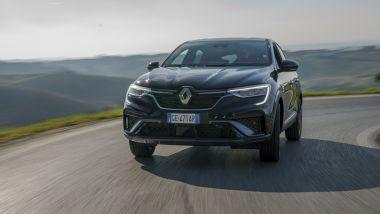 Nuova Renault Arkana E-Tech Hybrid: molto comfort su strada