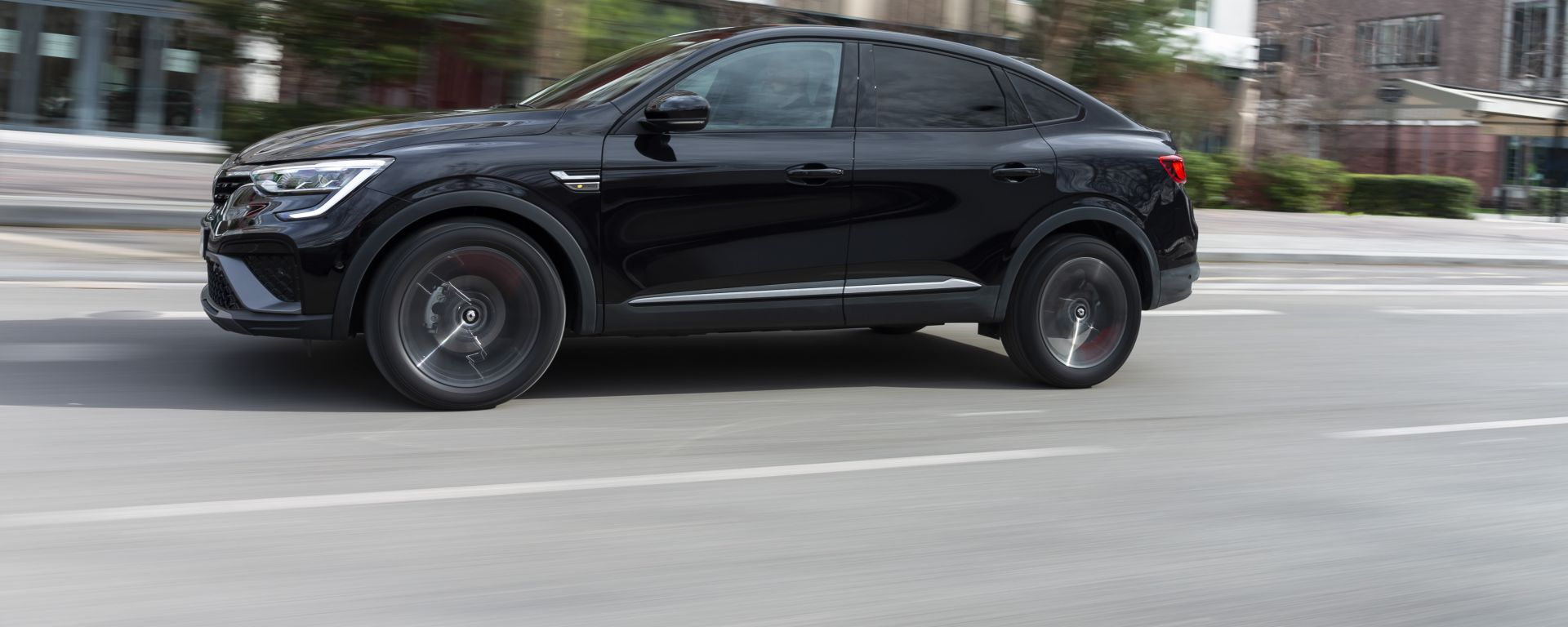 Nuova Renault Arkana E-Tech Hybrid: versione 100% ibrida più ecelttica