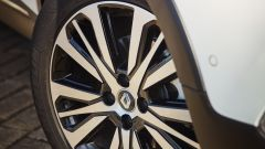 Nuova Renault Captur 2017: cerchi diamantati da 17 pollici