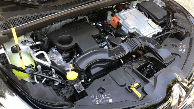 Nuova Renault Captur E-Tech Hybrid: il quattro cilindri elettrificato