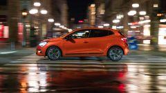 Nuova Renault Clio, una prova in notturna