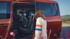 Nuova Renault Kangoo 2021: le porte scorrevoli