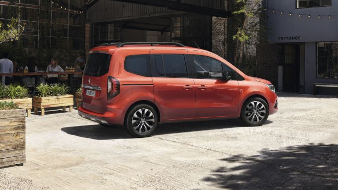 Nuova Renault Kangoo 2021: visuale laterale