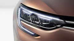 Nuova Renault Megane E-Tech: dettaglio dei fari anteriori