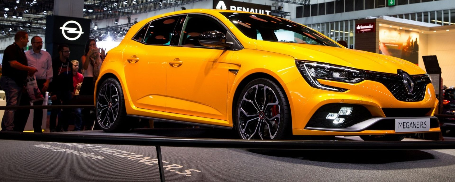 Nuova Renault Megane RS: ci sono anche le quattro ruote sterzanti