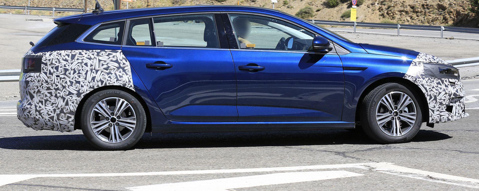 Nuova Renault Megane Sporter 2020: vista laterale