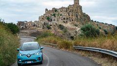 Nuova Renault ZOE: sullo sfondo il borgo fantasma di Craco