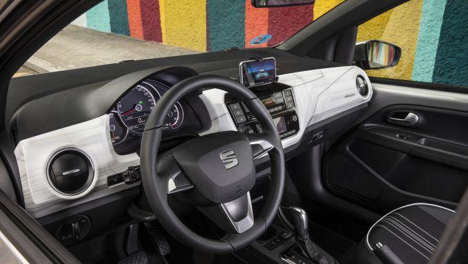 Nuova Seat Mii electric: una vista del volante e della plancia
