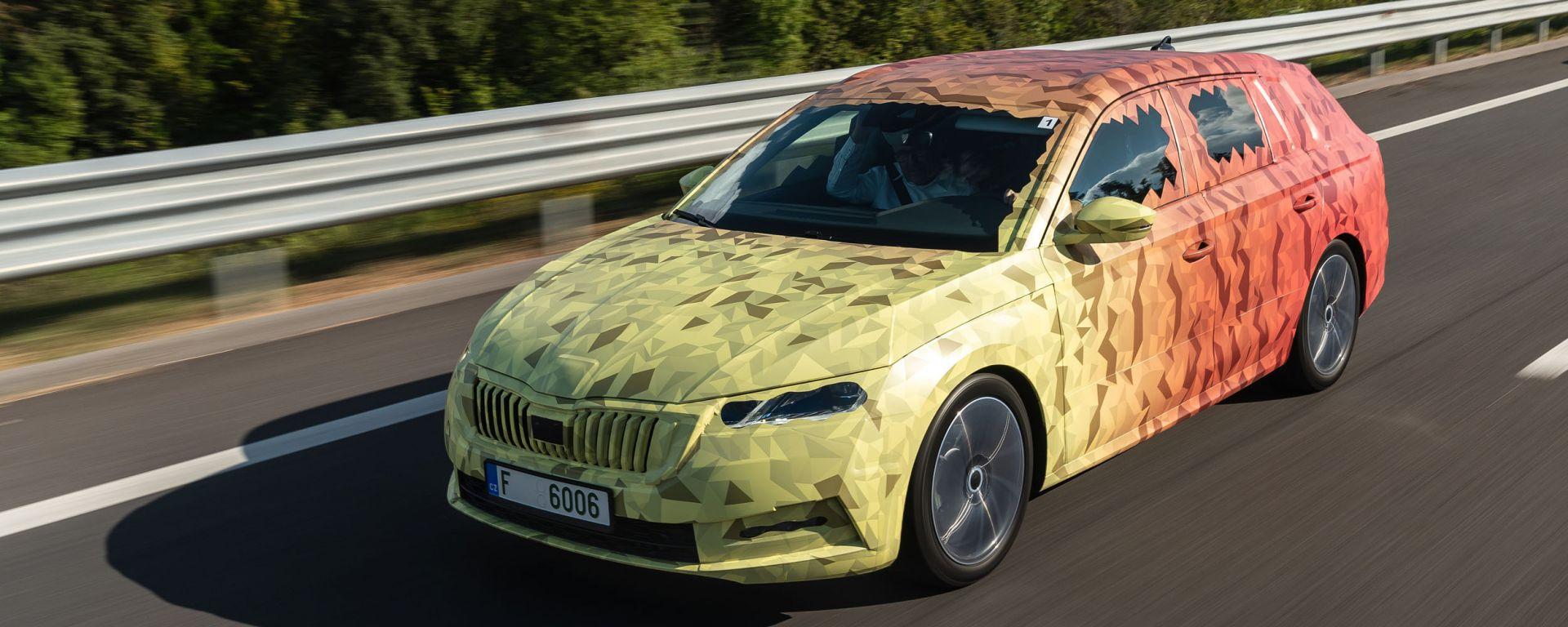 Nuova Skoda Octavia 2020: vista di 3/4 anteriore