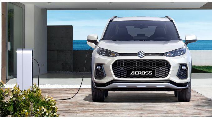 Nuova Suzuki Across: il SUV collegato alla colonnina di ricarica