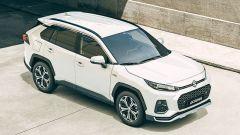 Nuova Suzuki Across: una vista di 3/4 anteriore dall'alto