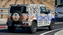 Nuova Suzuki Jimny LWB: ruota di scorta sul portellone, come sempre
