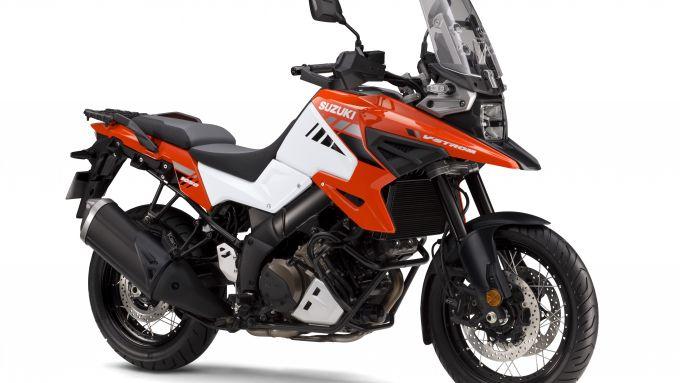 Nuova Suzuki V-Strom 1050: la XT in versione bianco/arancio