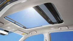 Nuova Suzuki Vitara Hybrid tetto panoramico