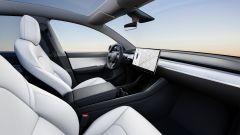 Nuova Tesla Model Y: gli interni