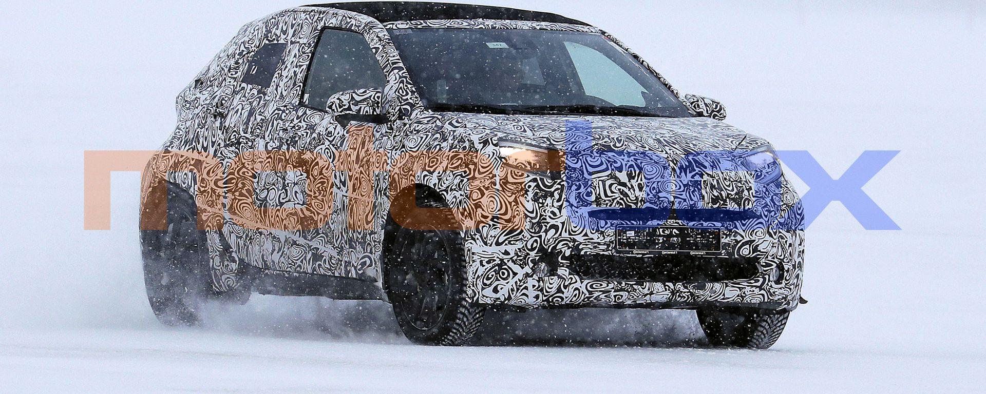 Nuova Toyota Aygo: ultimi test con sciarpa e cappotto al freddo del Nord Europa
