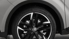 Toyota C-HR GR Sport, un Suv coupé inc***ato nero. Il prezzo - Immagine: 14