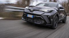 Toyota C-HR GR Sport, un Suv coupé inc***ato nero. Il prezzo - Immagine: 1