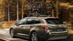 Nuova Toyota Corolla Touring Sports Trek: con le bici sul tetto