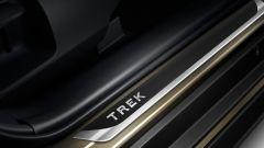 Nuova Toyota Corolla Touring Sports Trek: soglie portiere personalizzate