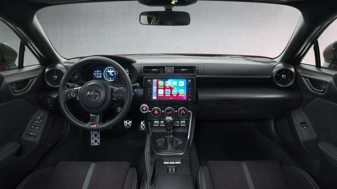 Nuova Toyota GR 86: l'abitacolo con il touchscreen da 7'' a centro plancia