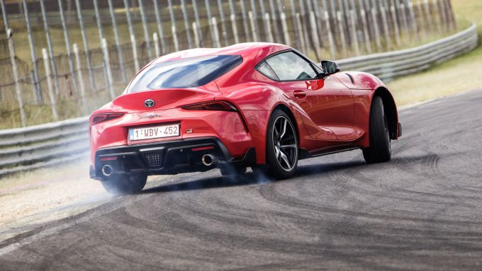 Nuova Toyota GR Supra 2019: drifting con 340 CV