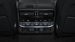 Nuova Toyota Land Cruiser, torna il leggendario schiacciasassi. Video - Immagine: 8