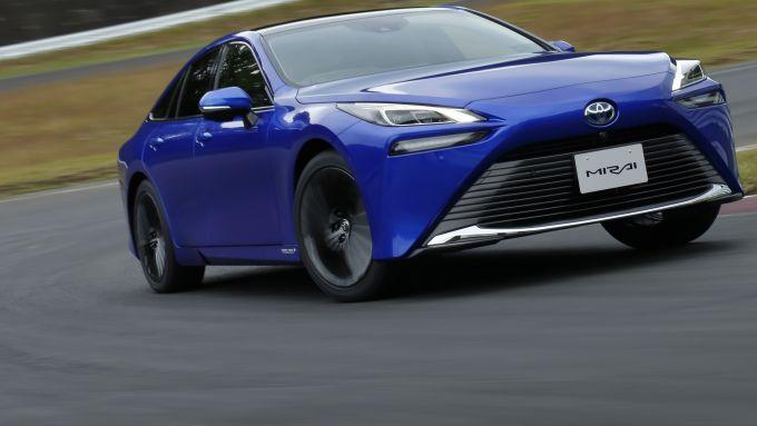 Nuova Toyota Mirai, la berlina alimentata da una fuel-cell a idrogeno