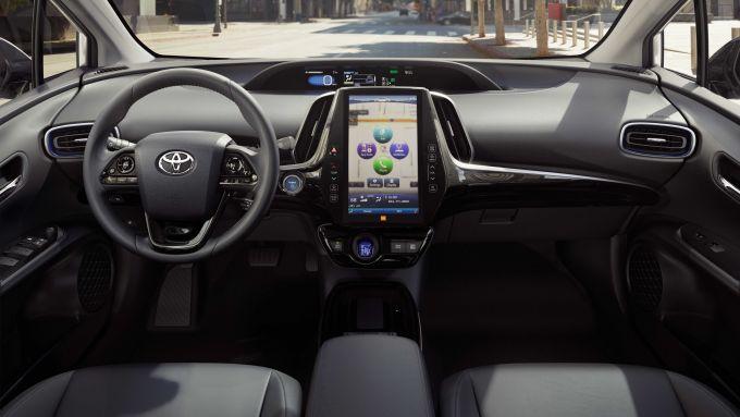 Toyota Prius 2019, gli interni