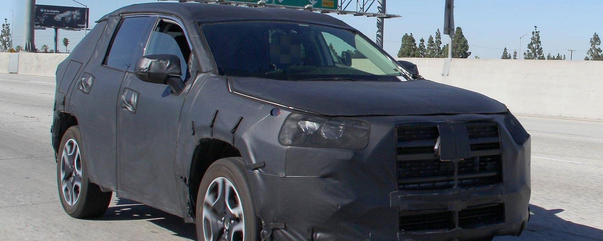 Nuova Toyota RAV4 2019: ecco la foto spia del SUV Toyota