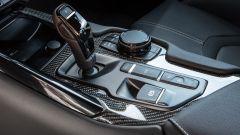 Nuova Toyota Supra 2019: i comandi del cambio automatico e dell'infotainment