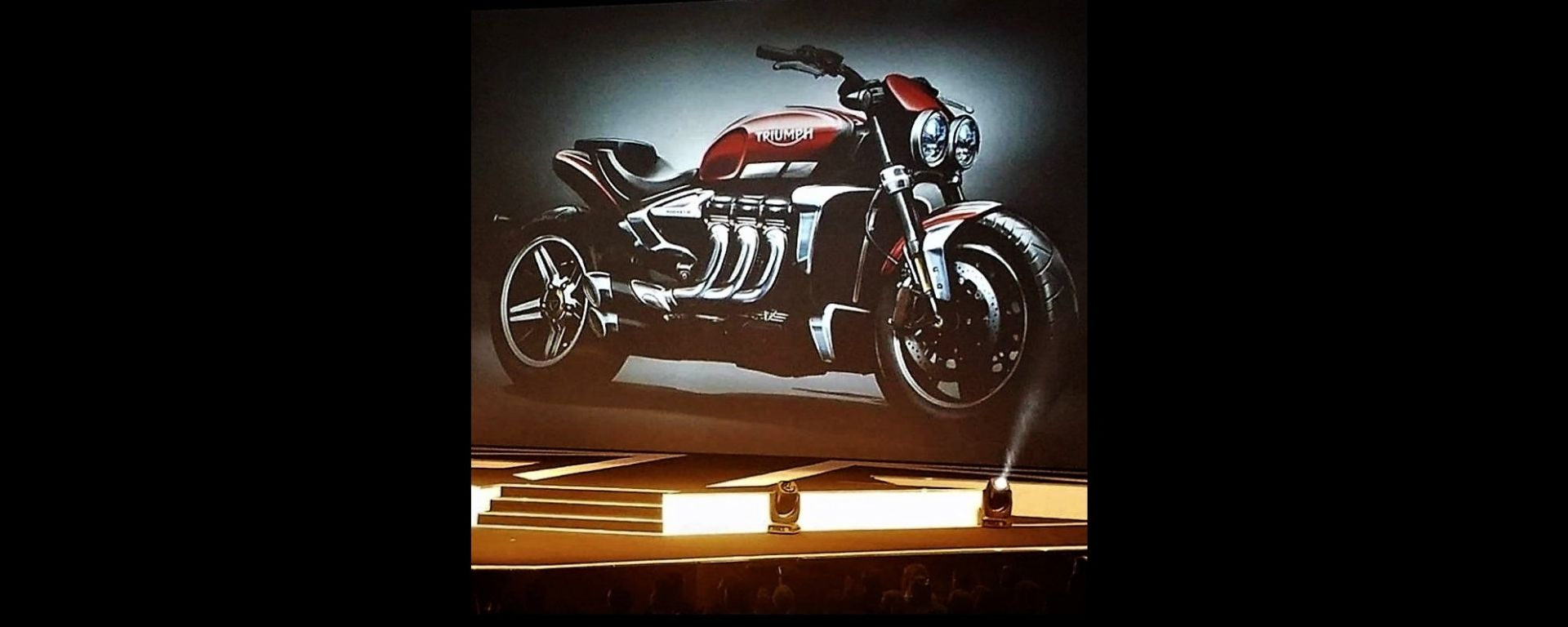 Nuova Triumph Rocket III Roadster 2019 concept