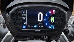 Nuova Triumph Tiger 800: dettaglio del quadro strumenti digitale