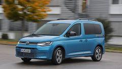 Nuova Volkswagen Caddy 2021, vista 3/4 anteriore