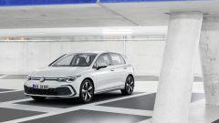 Nuova Volkswagen Golf 2020 GTE: visuale di 3/4 anteriore