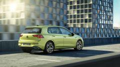 Nuova Volkswagen Golf 2020: visuale di 3/4 posteriore