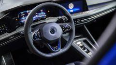 Nuova Volkswagen Golf 8 R, il cockpit guidatore