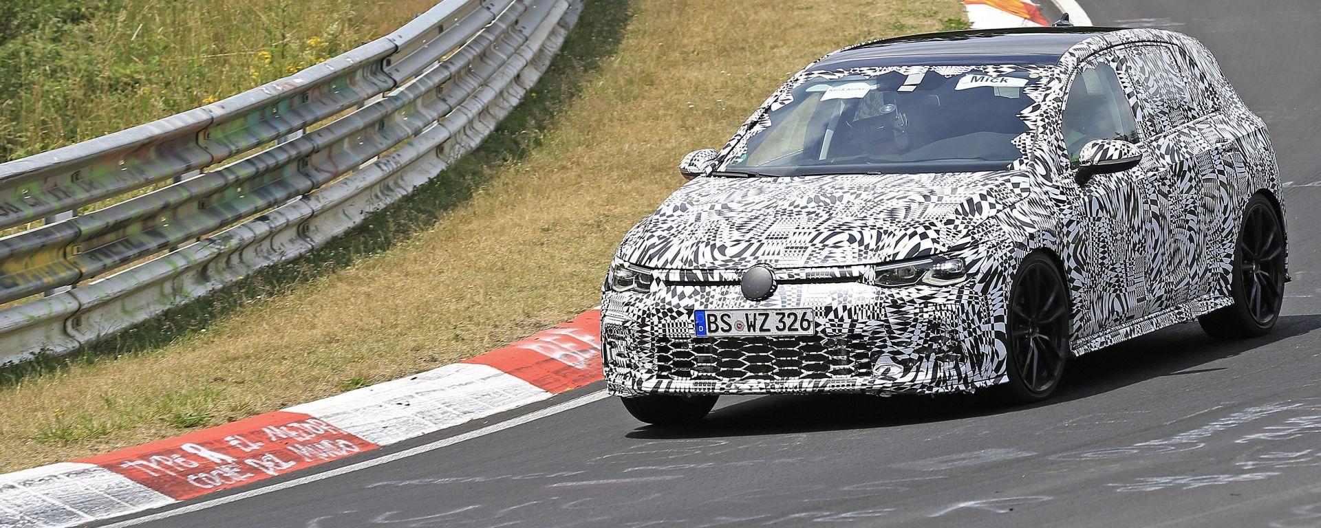 Nuova Volkswagen Golf GTI, foto spia
