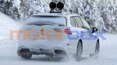 Nuova Volkswagen Golf R Variant: i quattro tubi di scarico tradiscono l'indole high performance