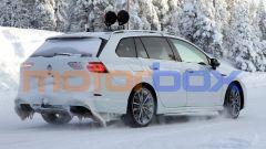 Nuova Volkswagen Golf R Variant: le prove dei muletti sulla neve del nord Europa