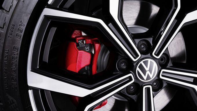 Nuova Volkswagen Polo GTI 2021: le pinze dei freni rossi