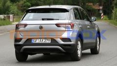 Nuova Volkswagen T-Roc: cambia anche il paraurti dietro, qui il SUV in allestimento normale