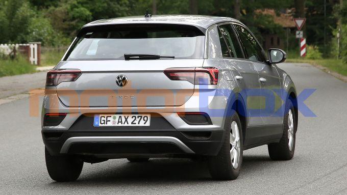 Nuova Volkswagen T-Roc: in arrivo nel 2022 con il facelift di metà carriera
