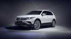 Nuova Volkswagen Tiguan 2021 eHybrid: visuale di 3/4 anteriore
